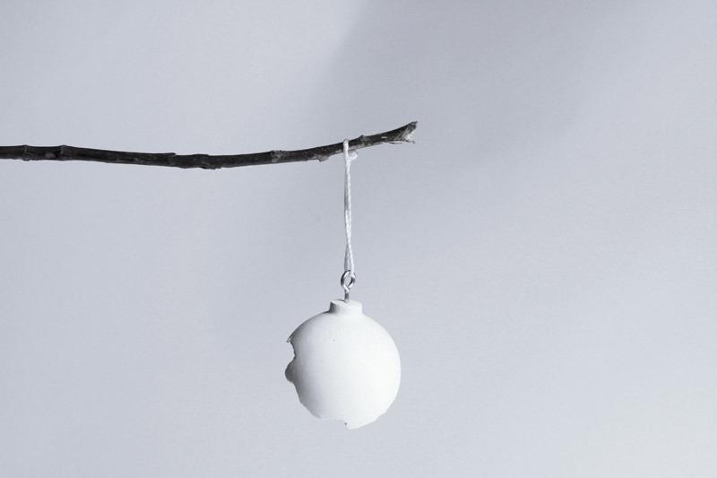 213 broken ornament 02
